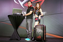 全球首款水冷電競筆電 華碩ROG GX700在臺亮相