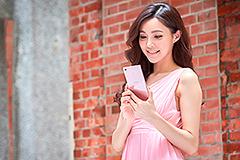 瞄準女性客群 5月前買Sony手機送點點化妝包